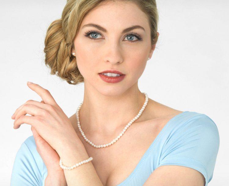 Makeup for Groupon Ad- Makeup Artist: Fine Makeup Art & Associates