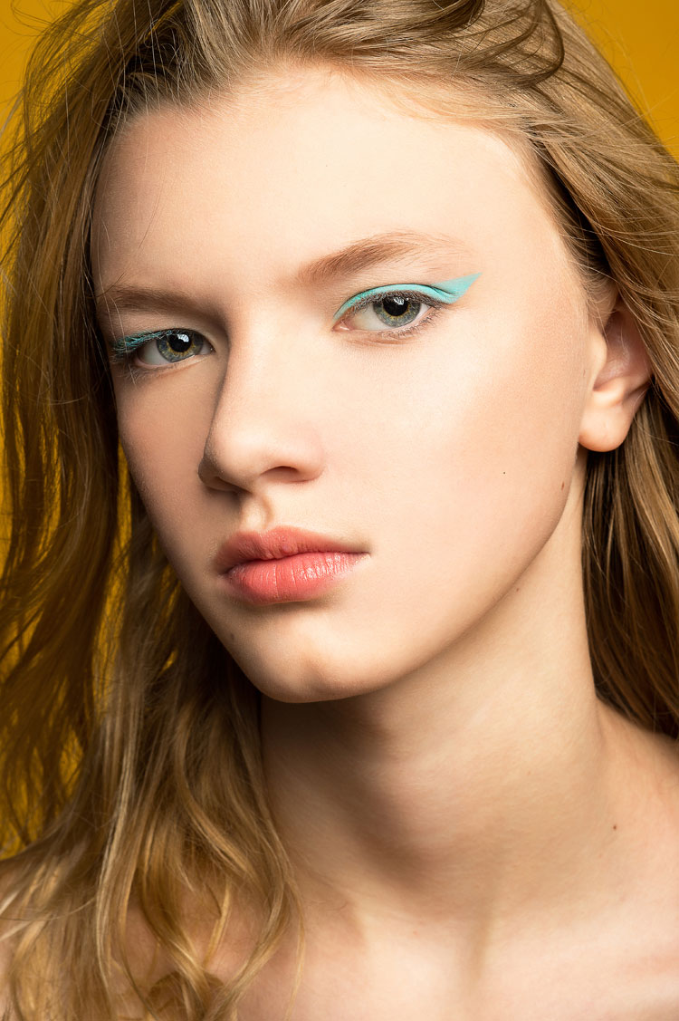 model with green eye liner